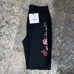 Agnes & Dora embroidered black leggings